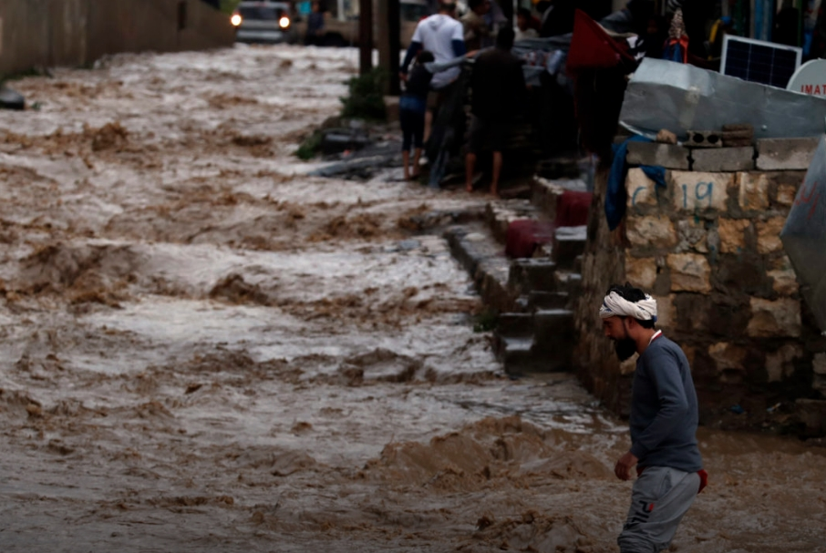 Најмалку 17 лица загинаа во поплавите во Јемен