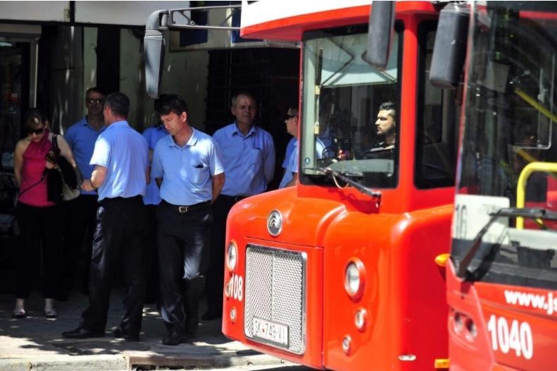 """Повторно тепачка во автобус на ЈСП: Во """"22"""" нападнат контролор"""