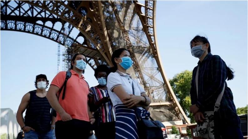 Париз воведе обврска за носење маски и на отворено