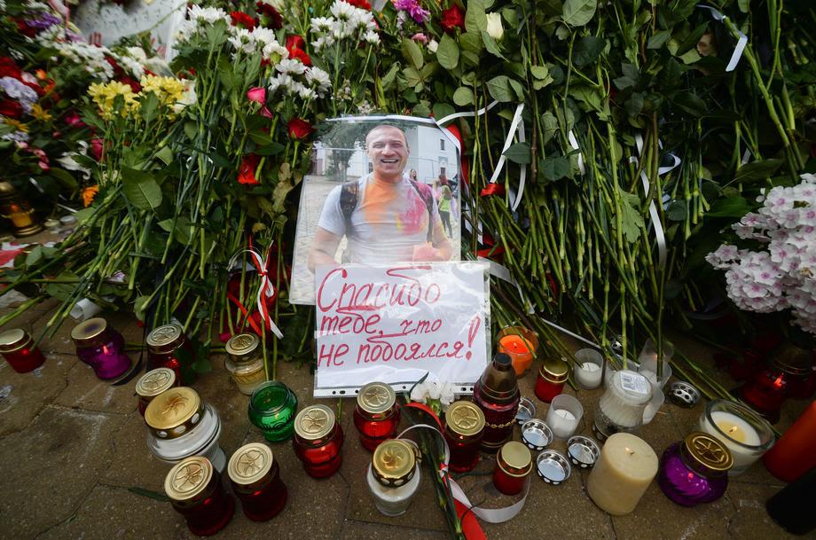 Илјадници луѓе на протест во Минск оддават почит на починатиот демонстрант