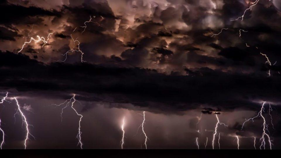 """Невремето """"Таља"""" испушти 9.920 молњи над Грција"""