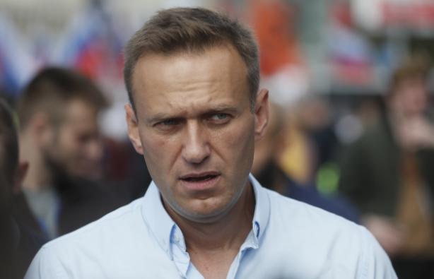 Уапсени блиски соработници на Навални, за утре се најавени протести