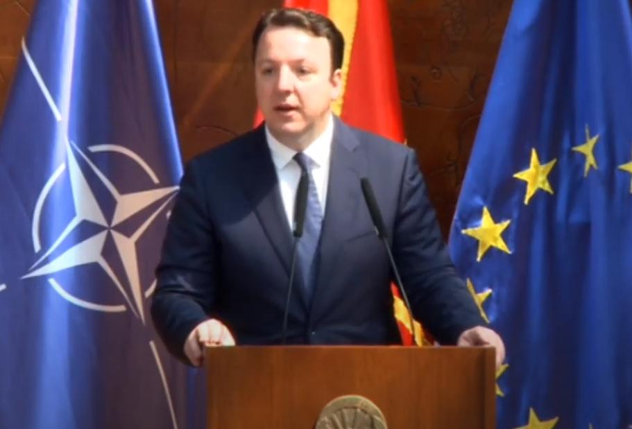 Николоски: Македонија не смее да остане роб на Димитров и Заев, пратениците треба да ја поддржат интерпелацијата