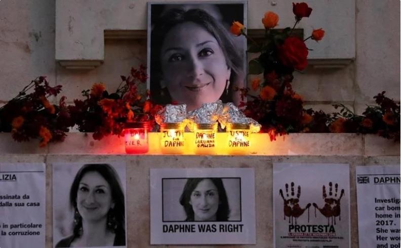 Премиерот на Малта на распит во полиција поради убиството на новинарката
