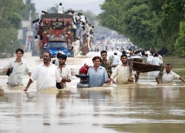 Најмалку 50 луѓе настрадаа во монсунско невреме во Пакистан