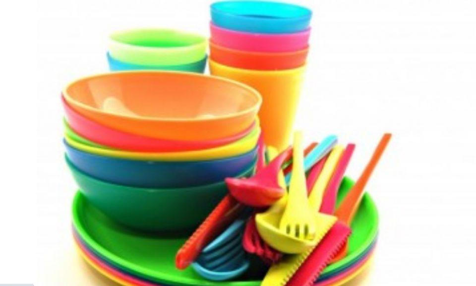 Не ги фрлајте пластичните садови: Со овој трик ќе ја отстраните и најлошата маснотија (ВИДЕО)
