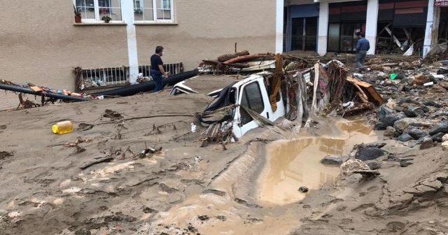 Пет загинати лица во поплавите во Турција