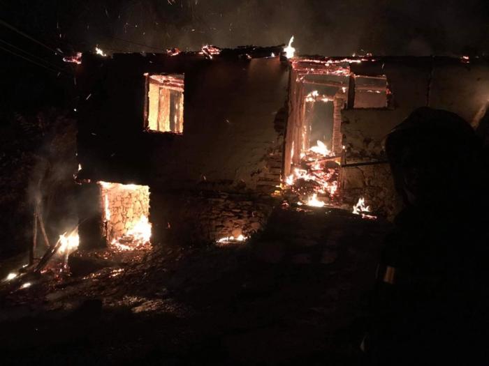 Пожар избувнал во штала во село Страчинци