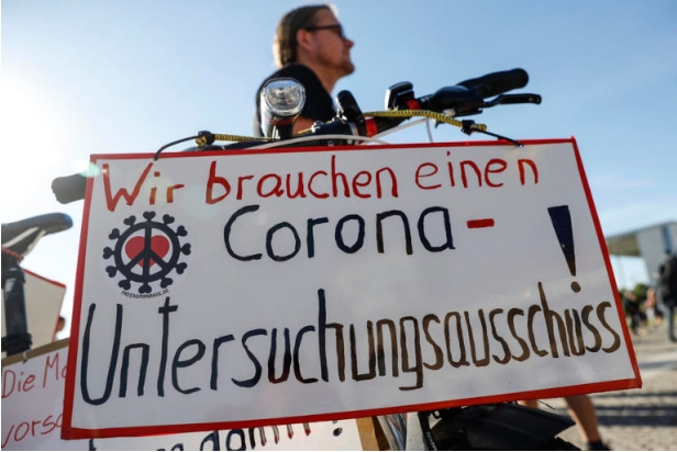 Протест во Берлин против рестрикциите поради епидемијата на Ковид-19