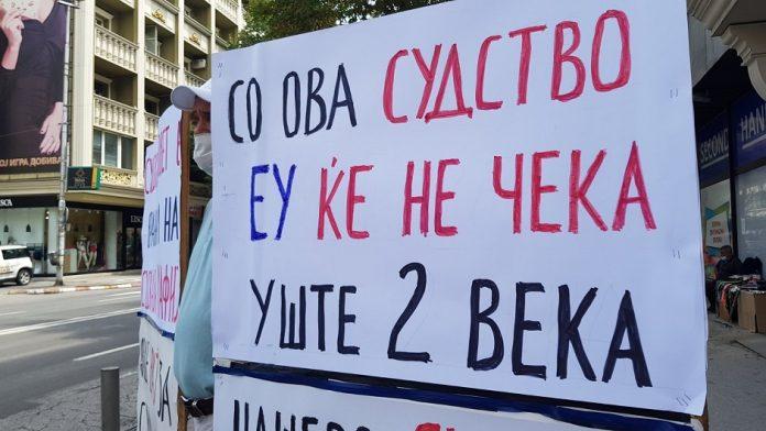 """Протестен марш """"Стоп за грабежот""""- бараат извршителите да се вратат во рамките на судот (ВИДЕО)"""