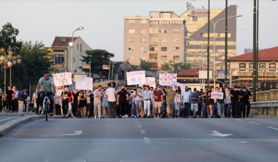 Протест против поскапувањето на струјата во Скопје: Дали е поважно вдомувањето на партиските војници или животниот стандард на обичните граѓани?