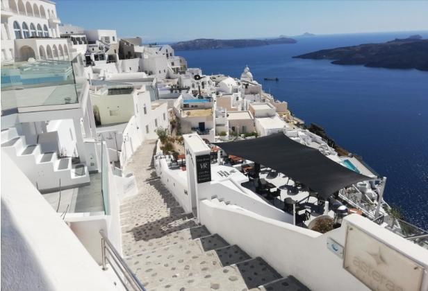 Ограничено работно време на рестораните и кафулињата во повеќе делови на Грција