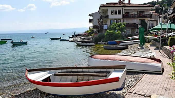 Скопјани нападнати на плажата Сараиште во Охрид