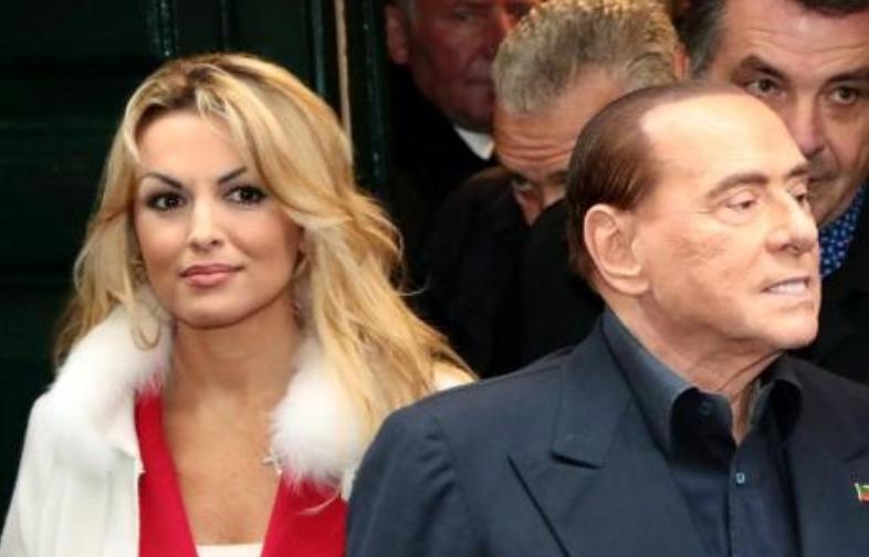 Берлускони гордо прошета со новата девојка, таа е помлада од него 53 години (ФОТО)