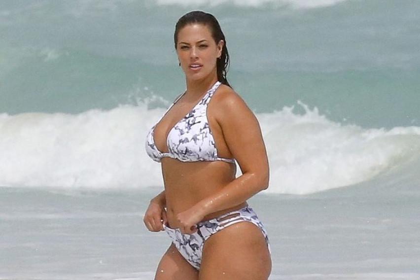 Вистинската жена има целулит: Овие познати дами со гордост ги истакнуваат сите совршености на своето тело