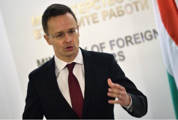 Сијарто ја повика ЕУ да не ги расипува односите со Белорусија
