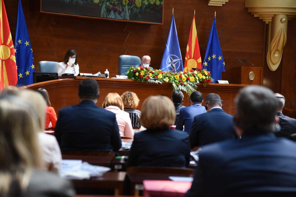 Вељаноски: Неизборот на претседател на Собранието е знак за политичката и институционална криза во Македонија