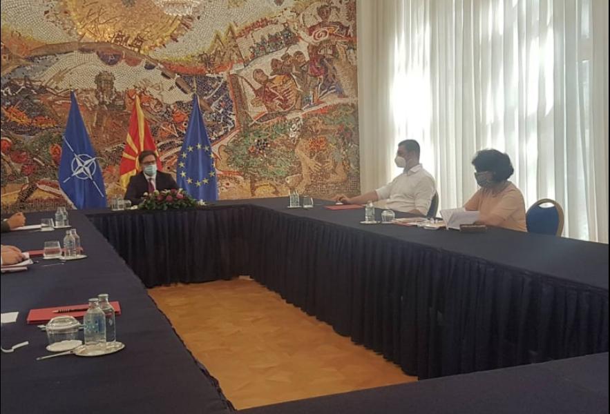 СЛЕДЕТЕ ВО ЖИВО: Изјава на Мицкоски по средбата со Пендаровски