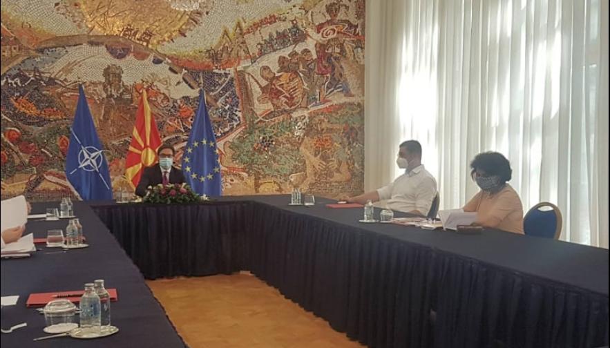 ФОТО: Мицкоски и Силјановска Давкова на средба со Пендаровски, бараат одговор за неуставното доделување на мандат