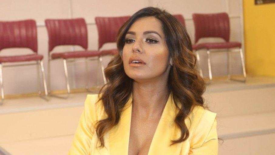 Српската пејачка прв пат во јавноста откако сопругот и ги киднапираше децата и ја ограби- оваа глетка фановите веќе со денови не ја преболуваат
