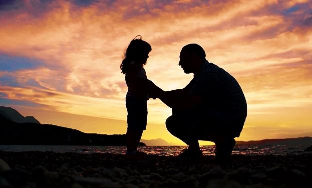 """За татковците кои имаат ќерки: Еве како да ја зголемите самодовербата кај вашата """"мала дама"""""""