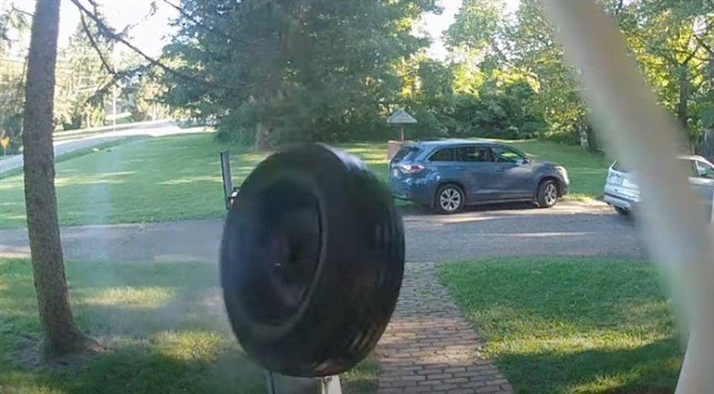 ВИДЕО: Тркало удира во куќа со брзина од 105 км/ч