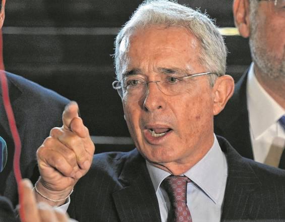 Алваро Урибе позитивен на Ковид-19