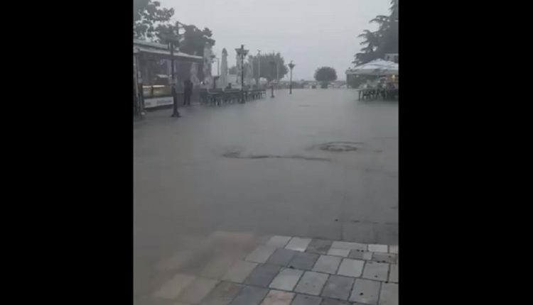 Се поплави плоштадот во Охрид (ВИДЕО)