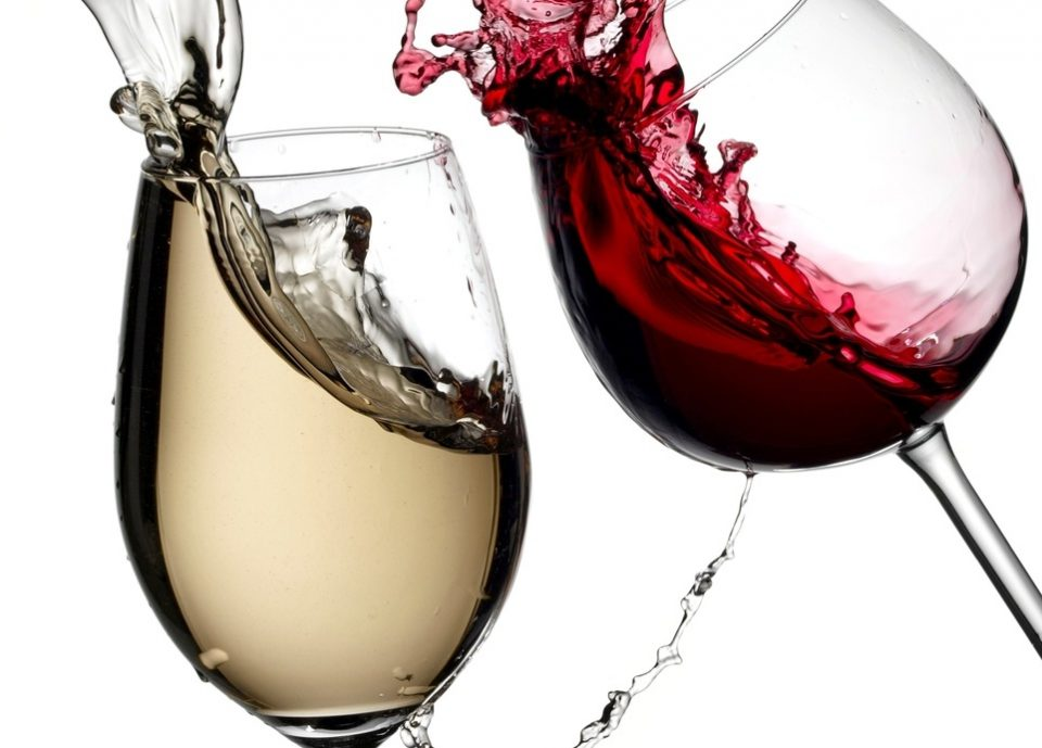 Чаша црно вино – Помага за еден од најголемите здравствени проблеми