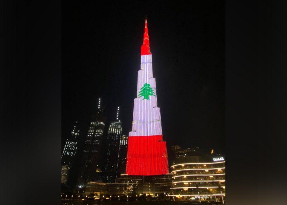 Египетските пирамиди и Бурџ Калифа во боите на либанското знаме