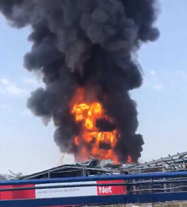 По страшната експлозија во Бејрут денеска нов пожар на пристаништето- пламените јазици голтаат сѐ пред себе (ВИДЕО)