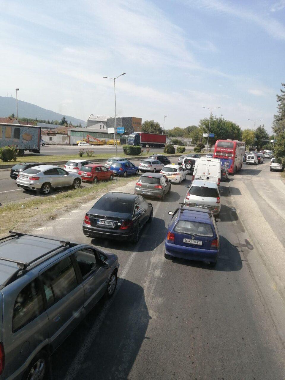 Скопјани мака мачат со Шилегов: Не се откажува од реконструирањето на булеварот среде бел ден, граѓаните гневни (ФОТО)