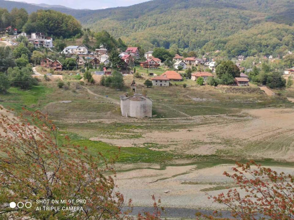 АЛАРМАНТНО: По Преспанското и Охридското езеро, Мавровското буквално пресуши- кој ќе понесе одговорност? (ФОТО)