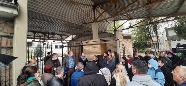 """За овие луѓе никако да дојде животот ветуван од Заев: 160 работници од фабриката """"Тетекс Јарн"""" немаат земено плата за февруари и март"""
