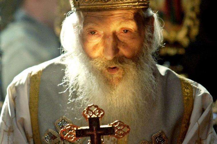 Необична светлина светна на гробот на патријархот Павле: Луѓето во чудо се крстеа и молеа за оздравување