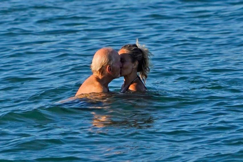 """Има 73 години и се однесува како тинејџер: Актерот ја оставил сопругата по 35 години брак, па го """"уловиле"""" со младата убавица…"""