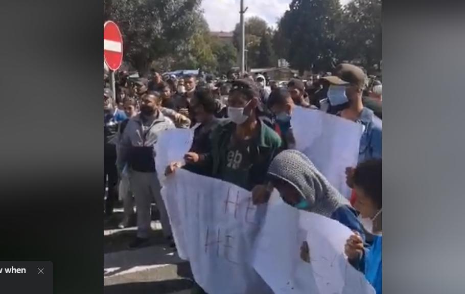 Ромите излегоа на протест против полициската бруталност