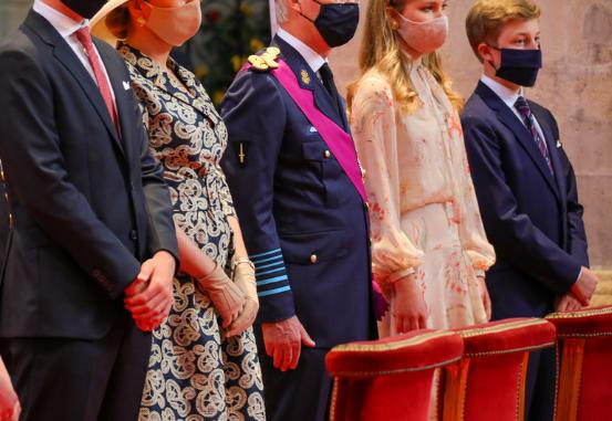 КРАЛСКОТО СЕМЕЈСТВО ВО ШОК: Вонбрачната ќерка на кралот си ги бара своите права на суд- сака да стане принцеза (ФОТО)