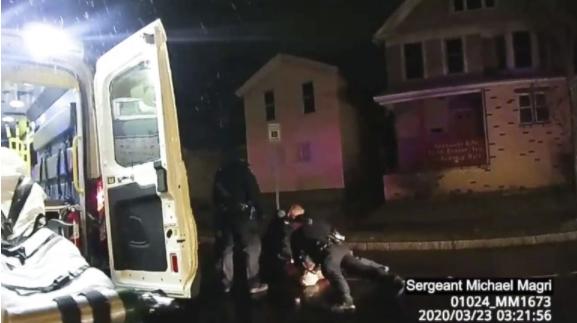 Суспендирани полицајците од Рочестер кои во март го задушија Афроамериканецот Даниел Прајд