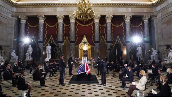 Судијката Гинзбург стана прата жена чиј ковчег е положен во Капитолот на САД