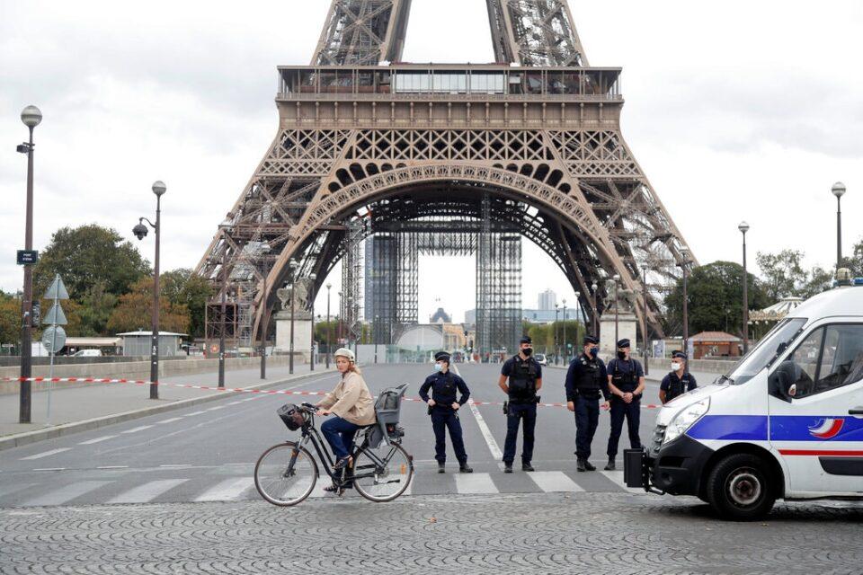 Евакуирана Ајфеловата кула по закана со бомба