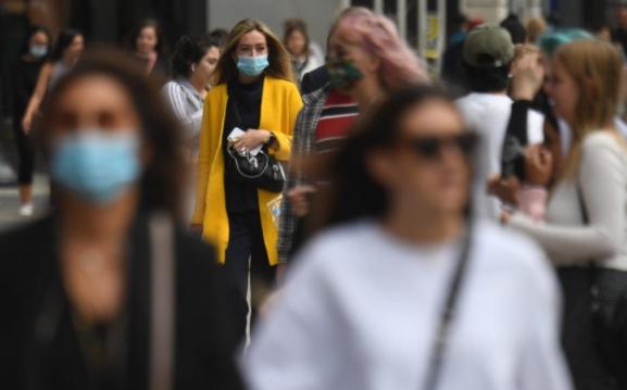 Англија воведува забрана за собирање на повеќе од шест лица