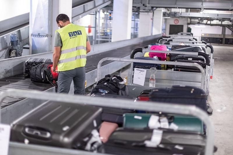 Околу 400 вработени на скопскиот аеродром ќе останат без работа