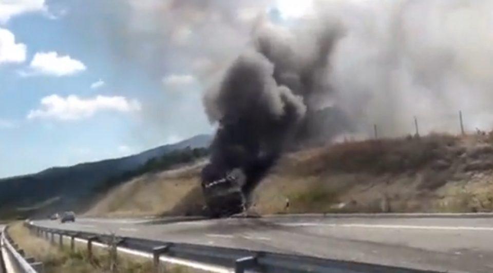 Возачот бил сам: Изгоре автобус на автопатот Штип-Миладиновци