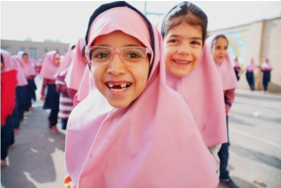 УНХЦР: Половина од децата бегалци во светот се надвор од училиштата поради пандемијата