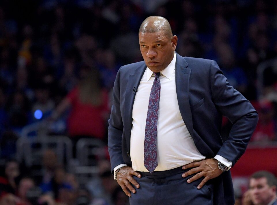 Риверс останува тренер на Клиперс и покрај поставениот антирекорд