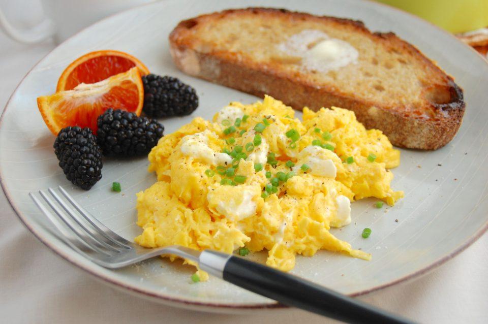 Ова сигурно го имате во фрижидерот: Јадете ги за појадок, килограмите брзо ќе исчезнат