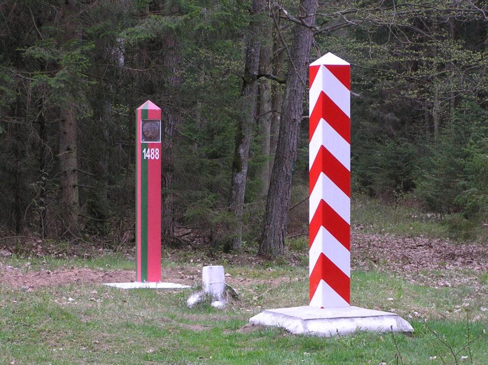 Полска и Литванија тврдат дека границата со Белорусија не е затворена