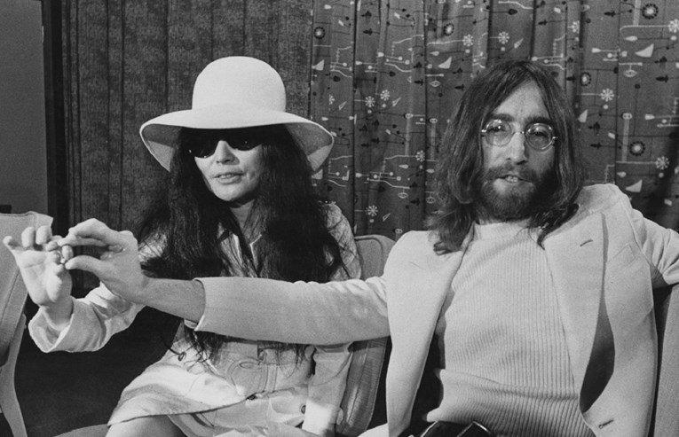 Убиецот на Џон Ленон по 40 години и се извини на Јоко Оно