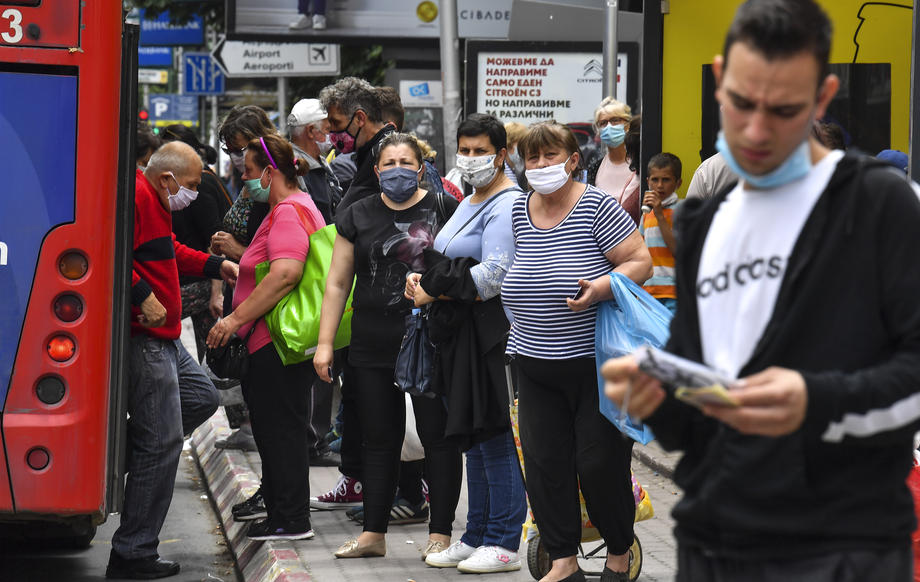 Граѓаните гневни: Со ограничен капацитет одат и повеќе автобуси ако целта е борба со корона